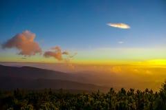 Beskids-Sonnenaufgang Stockfotos