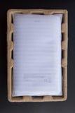 Beskyddandeminnestavla som förpackar innan att vara utsläppt Fotografering för Bildbyråer