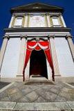 besnate老教会步墙壁的意大利伦巴第 免版税库存图片