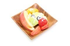 Besnoeiingsvruchten in een houten plaat Stock Foto