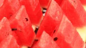 Besnoeiingswatermeloen in stukken stock footage