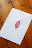 Beso B del lápiz labial del sobre Fotos de archivo libres de regalías
