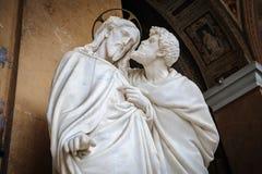 Beso de la estatua de Judas Fotos de archivo
