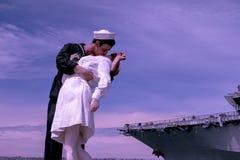 Beso en el puerto imagen de archivo