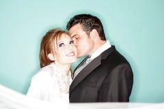 Beso feliz de la boda Imágenes de archivo libres de regalías