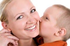 Beso para la mamá Foto de archivo libre de regalías