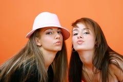 Beso para un amigo foto de archivo libre de regalías