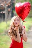Beso que sopla de la mujer de las tarjetas del día de San Valentín Fotografía de archivo libre de regalías