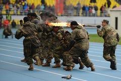 Besondere Kräfte zeigen Training am Stadion Stockbilder