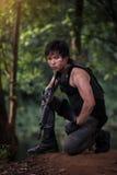 Besondere Kraft mit dem Gewehr im Dschungel Stockbild