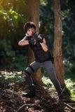 Besondere Kraft mit dem Gewehr im Dschungel Lizenzfreie Stockbilder