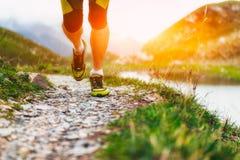Besonders auf den Schuhen eines Läufers stockbild