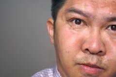 Besorgtes asiatisches Gesicht Stockbild