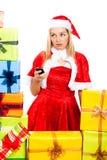 Besorgtes weibliches Weihnachten Sankt mit Handy Lizenzfreie Stockfotografie