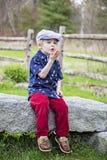 Besos que soplan del muchacho feliz Fotografía de archivo