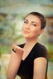 Besos que soplan hermosos de la mujer joven Imagen de archivo libre de regalías