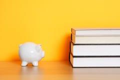 Besparing voor universiteit stock foto's