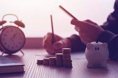 Besparingar, finanser, ekonomi och hemmet budgeterar royaltyfria bilder