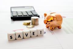 Besparingbegrepp på affärsbakgrund Arkivbild