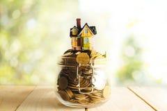 Besparingenplannen voor huisvesting, financieel concept stock fotografie