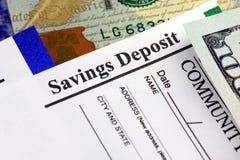 Besparinginsättningsblankett - bankrörelsebegrepp arkivfoton