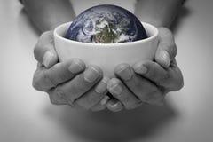 Besparingsaarde en mensenzorg stock afbeelding
