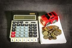 Besparingsgeld om een auto te kopen stock foto's