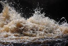 Bespattende golven Royalty-vrije Stock Fotografie
