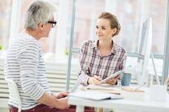 Bespreking met werkgever stock afbeeldingen
