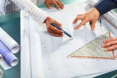 Bespreking over architectuurontwerp Stock Foto's