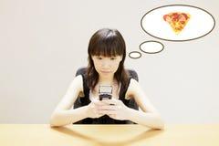 beställande pizza Royaltyfria Bilder
