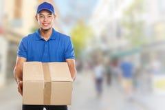 Beställning för packe för jordlotthemsändningask som levererar för manstad för jobb ungt latinskt utrymme för kopia för copyspace arkivfoton