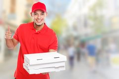 Beställning för pojke för pizzaleveransman som levererar jobb för att leverera för stadcopyspace för framgång lyckat le utrymme f arkivbild