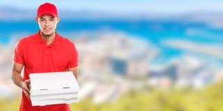 Beställning för pojken för mannen för pizzaleveransen som levererar latinsk levererar jobb, för banercopyspace för asken ungt utr fotografering för bildbyråer