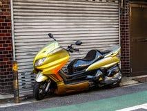 Beställnings- japan vara nedstämd sparkcykelmotorcykel i Tokyo royaltyfria foton