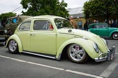 Beställnings- version av den klassiska bilen Volkswagen Beetle Arkivfoton