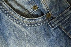 Beståndsdel av jeansflåsandena med det främre facket och synärbild arkivfoton