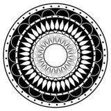 Beståndsdel för mandala för handteckningszentangle i svartvitt Arkivfoton