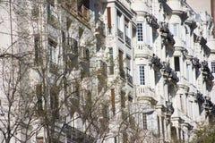 Beståndsdelar av arkitektur Dekor av byggnader i mitten av Madrid, Spanien Bakgrund Royaltyfri Fotografi