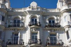Beståndsdelar av arkitektur Dekor av byggnader i mitten av Madrid, Spanien Bakgrund Royaltyfri Foto