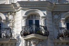 Beståndsdelar av arkitektur Dekor av byggnader i mitten av Madrid, Spanien Bakgrund Arkivbild