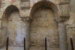Beståndsdelar av det kyrkliga arkitekturstället av jordfästningen av St Nicholas Royaltyfri Foto
