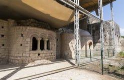 Beståndsdelar av det kyrkliga arkitekturstället av jordfästningen av St Nicholas Arkivfoton