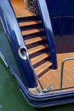 Beståndsdelar av en stor kryssa omkring yacht arkivbild