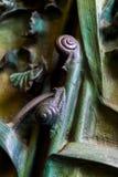 Beståndsdelar av kryp, blommor, fåglar av däggdjur på den gamla ingångsporten till templet av den heliga familjen Royaltyfria Bilder