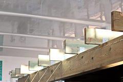 Beståndsdelar av modern arkitektur av exponeringsglas, stål och konkret Sikt av byggnader royaltyfri fotografi