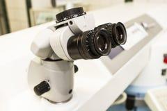 Beståndsdelar av optiska medicinska apparater som används i oftalmologi Arkivbild