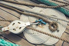Beståndsdelar av utrustning av en yacht Royaltyfri Bild