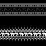 Beståndsdelar för Mehndi gränsmodell med elefanter och blommalinjen snör åt i indisk stil som isoleras på svart bakgrund Royaltyfri Foto