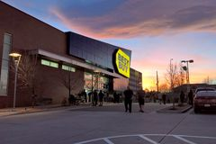 Best Buy, Black Friday on Thanksgiving 2017. LAKEWOOD, CO: Shoppers line up at Best Buy in advance of their 5pm opening on Thanksgiving evening during Black Royalty Free Stock Images